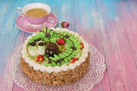 pasteles en el fondo de color Foto de archivo