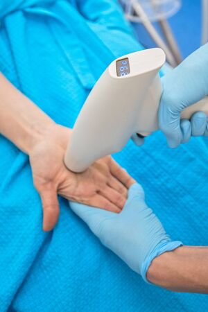 Procedure for palm against hyperhidrosis