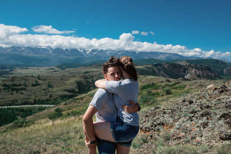 Loving couple together on Altai mountain looking at a view Zdjęcie Seryjne