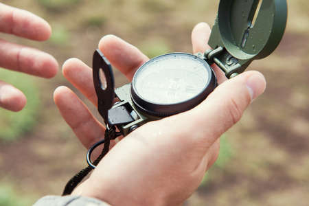 Man with compass in hand outdoor. Travel concept. Banque d'images