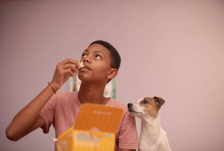 Close up portrait of young boy watching television with his pet 版權商用圖片