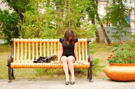 droevig vrouw in het park  Stockfoto
