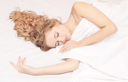 Portrait der jungen schönen schlafende Frau Standard-Bild - 16114804