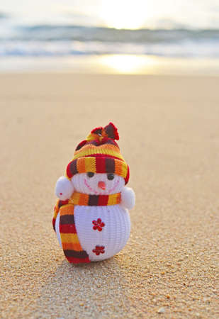 christmas in july: funny snowman on the beach Stock Photo