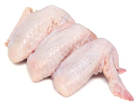 rauwe kip vleugels op een witte achtergrond