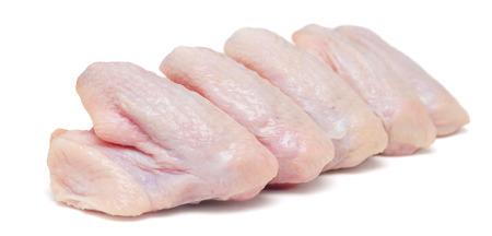 rauwe kip vleugels geïsoleerd op wit