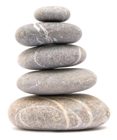 Kiesel Turm balancieren auf weißem Hintergrund Standard-Bild - 61103704