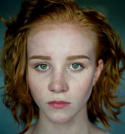Beauutiful young woman with red hair Foto de archivo - 124172898