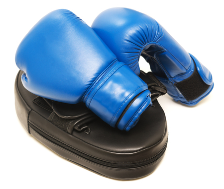 Boxing gloves with mitt isolated on white background Foto de archivo - 119762579