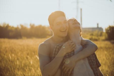 Portret van een gelukkige homoseksuele koppel buitenshuis Stockfoto