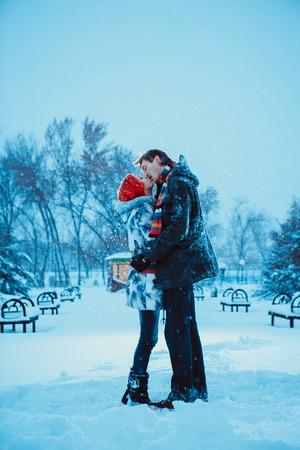 FOTO TË MUJIT JANAR 2015 - Faqe 2 25582043-gl-ckliche-junge-paare-in-winter-park