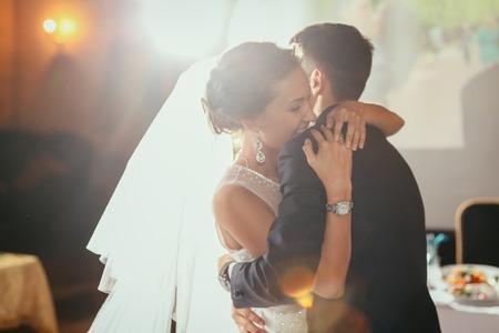 đám cưới: Chúc mừng cô dâu và chú rể trong ngày cưới của họ