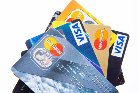 Samara, Rusland - 3 februari 2015: Close-upstudio shot van creditcards uitgegeven door de drie grote merken American Express, VISA en MasterCard.