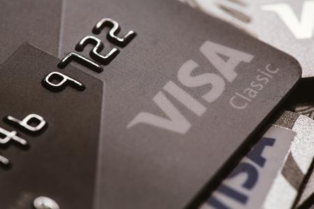 tarjeta visa: Samara, Rusia-25.2016 julio: Visa tarjeta de cr�dito cl�sica de primer plano. Editorial