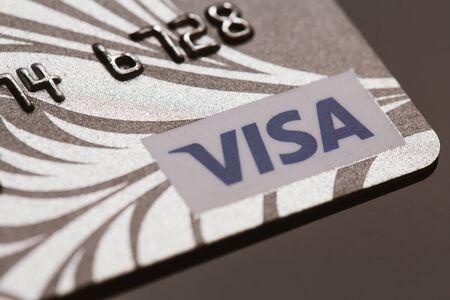 tarjeta visa: Samara, Rusia-Julio 25,2016: tarjeta de cr�dito Visa de primer plano.
