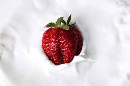 Strawberry droppedm aan room Stockfoto
