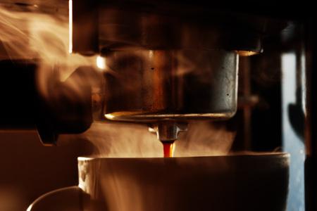 仕事でコーヒー マシン 写真素材