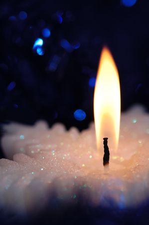 雪の結晶形のキャンドル。