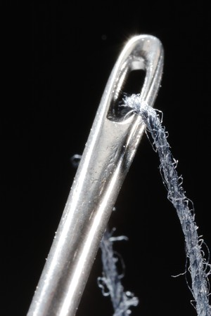 The eye of a needle on the black background. Close-up. Narrow depth of field. Banque d'images