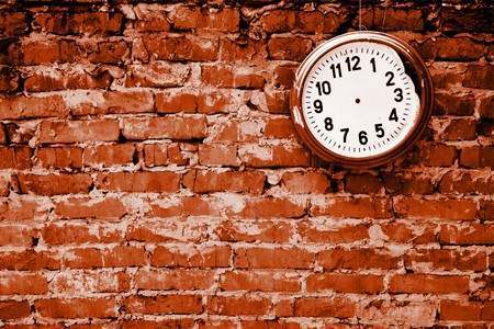 Broken clock without hands on the brick wall. 스톡 콘텐츠