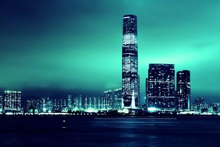 海岸のアバディーン港香港中国なしロゴ ブルーの高層ビルの色合い