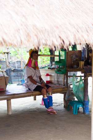 gnaw: CHIANG RAI, THAILAND - AUGUST 31, 2015: Long neck Karen woman in the Karen Hilltribe. The Karen Village near Chiang Rai, Thailand.
