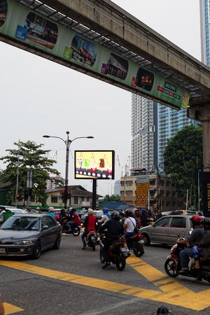 クアラルンプール、マレーシア - 2016年8月19日:クアラルンプールの騒々しい、カラフルな生活に満ちた通り。 報道画像