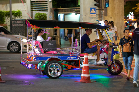BANGKOK, THAILAND - July 21, 2017: Road traffic in Bangkok downtown. Noisy and colorful vehicles on the crowded streets at evening. 写真素材 - 103203070