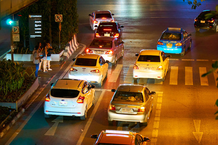 BANGKOK, THAILAND - July 9, 2017: Road traffic in Bangkok downtown at night time. Noisy and colorful vehicles on the crowded streets. 写真素材 - 103203174