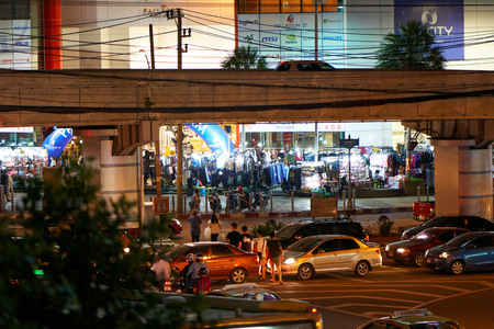 BANGKOK, THAILAND - July 21, 2017: Road traffic in Bangkok downtown. Noisy and colorful vehicles on the crowded streets at evening. 写真素材 - 103203182