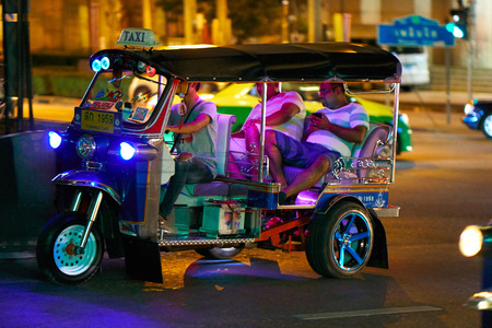 BANGKOK, THAILAND - July 9, 2017: Road traffic in Bangkok downtown at night time. Noisy and colorful vehicles on the crowded streets. 写真素材 - 103203211