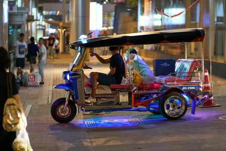 BANGKOK, THAILAND - July 21, 2017: Road traffic in Bangkok downtown. Noisy and colorful vehicles on the crowded streets at evening. 写真素材 - 103203219