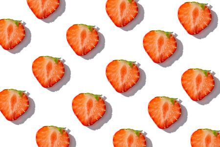 strawberry slices on white background, summer strawberry background concept, top view, flat lay Banque d'images
