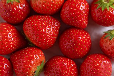 summer red strawberry background, top view, copy space, Banque d'images