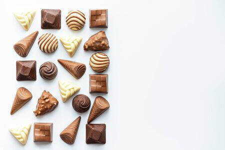 chocolate candies on white background, copy space, top view, space for text, world chocolate day concept Banque d'images