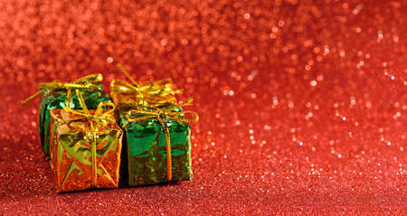 gift boxes on red shiny background, copy space, banner Archivio Fotografico