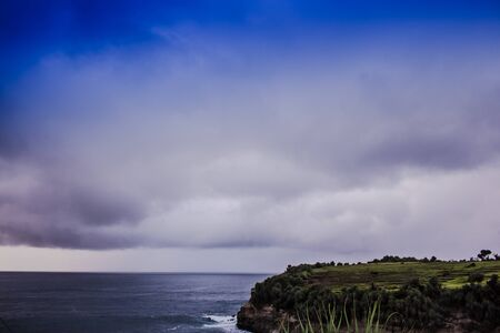 해변에서 푸른 하늘