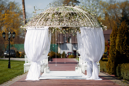 結婚式: 結婚式のアーチ