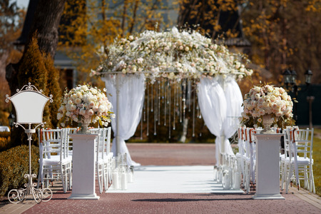 decors: Wedding arch in the garden