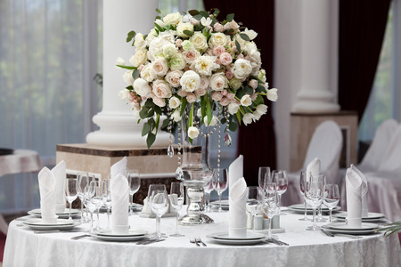 Table setting at a luxury wedding reception 스톡 콘텐츠