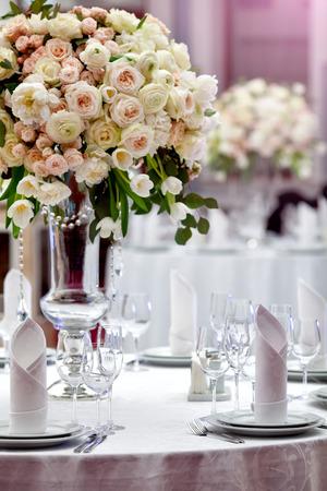 ślub: Ustawienie tabeli obiad ślubu Zdjęcie Seryjne