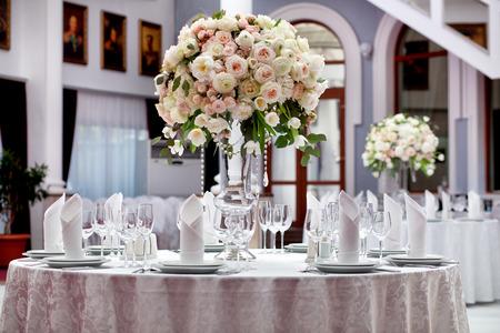 Mesa para una fiesta o evento de recepci?n de la boda Foto de archivo - 43870248