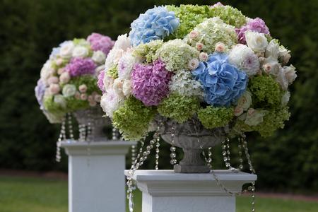 結婚式: 美しい結婚式を設定します。結婚式