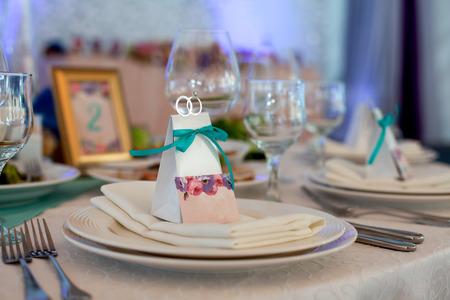 Configurar mesa de boda Foto de archivo - 44849181