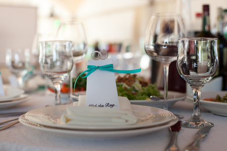 wine and dine: Set up wedding table