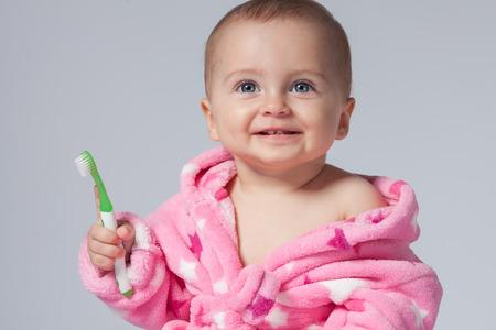 child brushing teeth Stockfoto