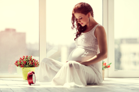 Happy pregnant young woman waiting for a child Standard-Bild