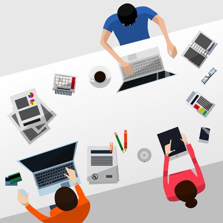 Cool Vector Geavanceerde Gradient Grey Desktop met een team werken aan hun computers en een tablet; Papierwerk, Smartphone, Calendar, Bril, Credit Cards and Coffee in Flat Design