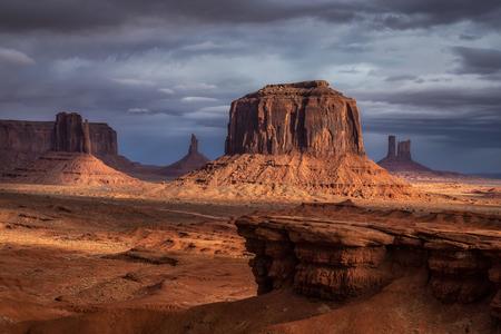 Amazing rock formations at Monument Valley, Arizona, USA. 免版税图像