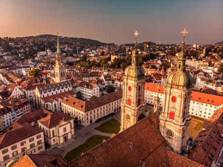 세인트 갈렌 도시 스카이 라인의 아름 다운 공중보기, 스위스 세인트 갈의 수도원 성당